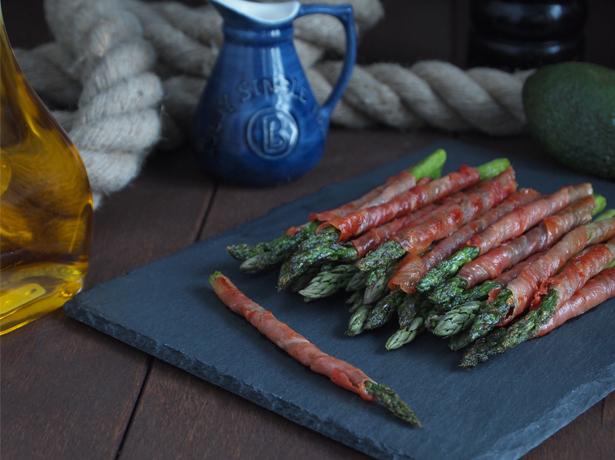 Prosciutto Wrapped Asparagus | stayforabite.com