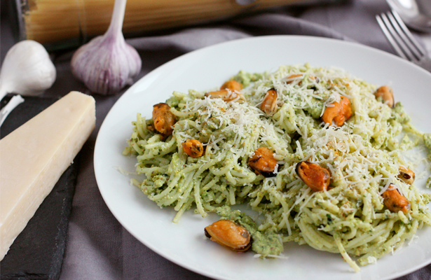 Green Sauce Pasta With Mussels | stayforabite.com