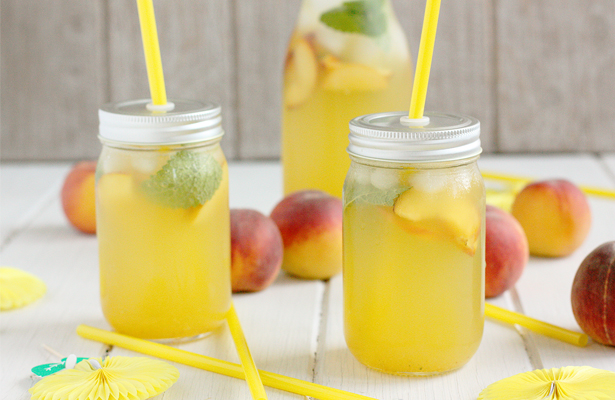 Peach Lime Thyme Lemonade | stayforabite.com