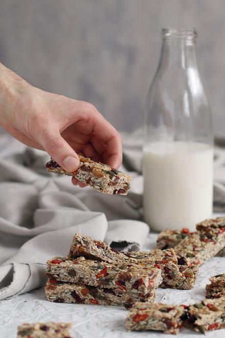 No Bake Breakfast Granola Bars | stayforabite.com