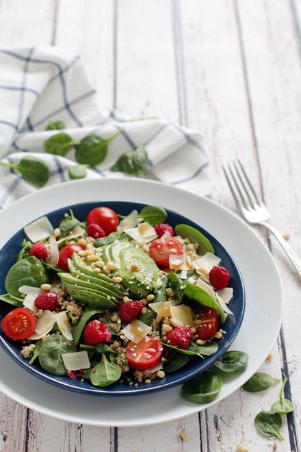 Spinach Quinoa Salad | stayforabite.com