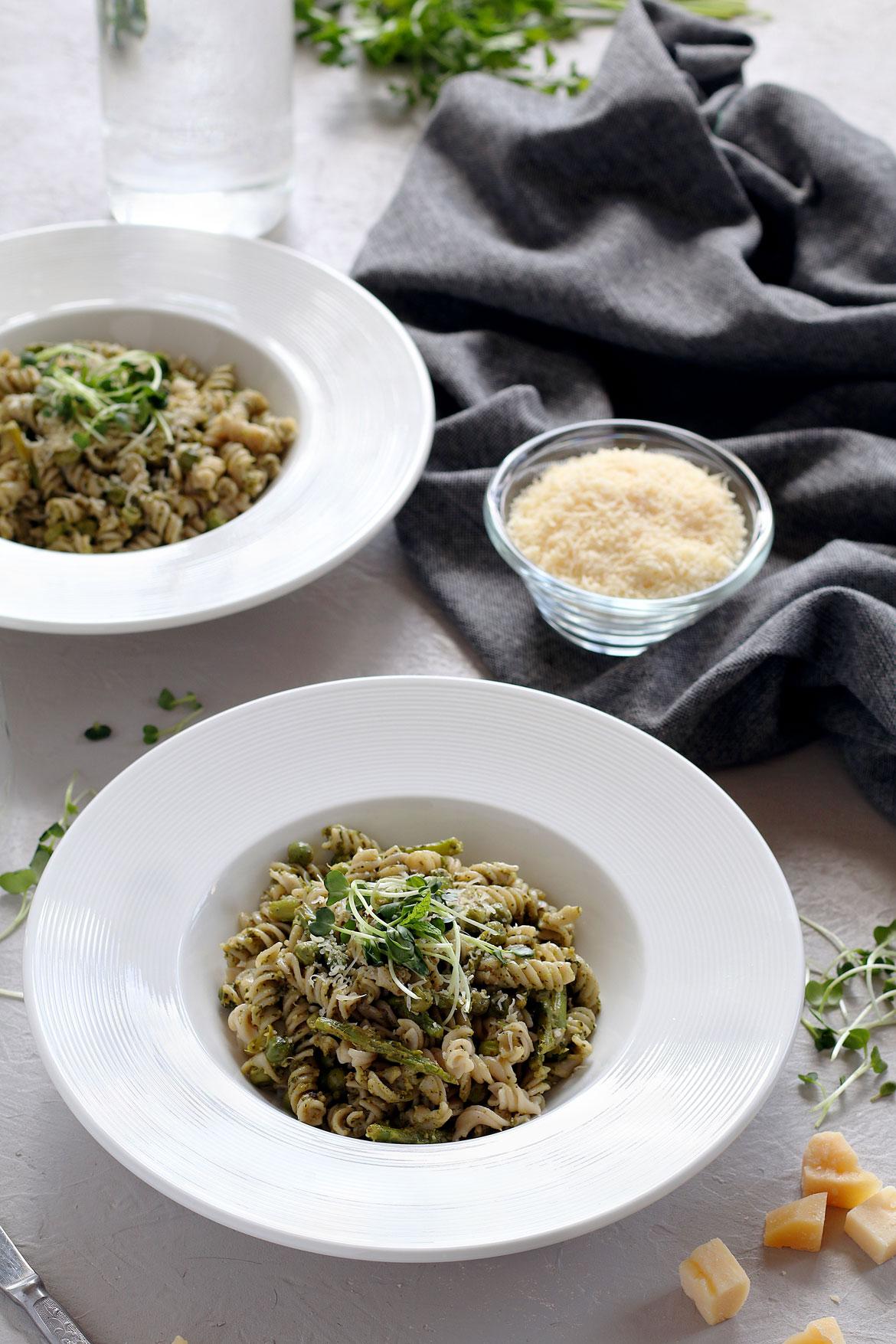 Asparagus, green pea & pesto pasta | stayforabite.com